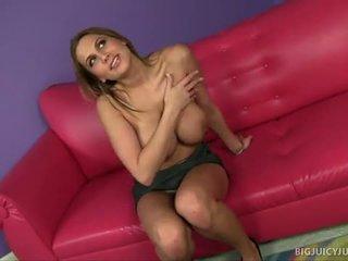 Alanah rae s голям цици jiggle по време на секс