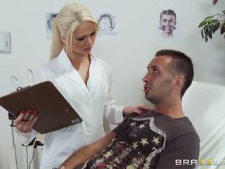 Skitten doktor alexis ford gives dette pasient en sjekk opp