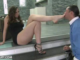 Picior femme fatale mov