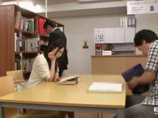 Išdykęs japoniškas students pakliuvom į the biblioteka