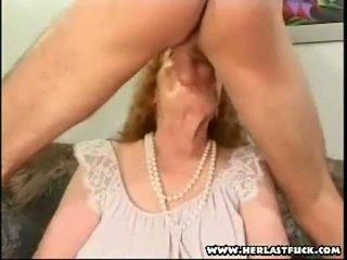 Dur xxx âgé grand-mère baise
