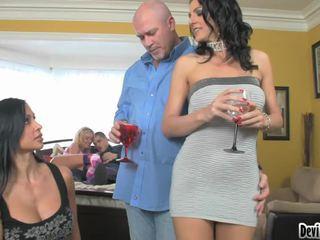 Super hawt couples deciding di apa untuk melakukan di mereka seks pesta!