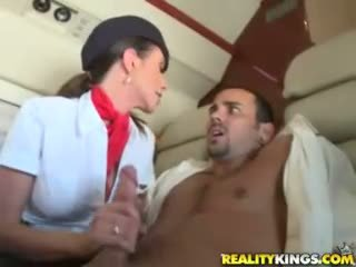Caliente flight attendents ariella ferrera y aimee addison dar en flight mamada