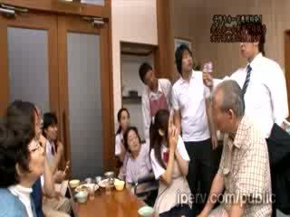 Schlecht innocent asiatisch mieze mieze gets gezwungen von rallig mann im öffentlich