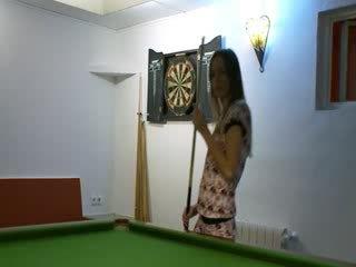Two babes dalam kasut pada billiards jadual