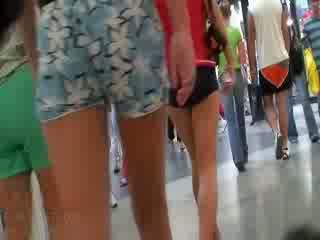 De geil video- featuring de geheel vennootschap van amateur dolls wearing de sexy pants