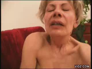Two blondie grannies alle fired omhoog voor female ejaculatie