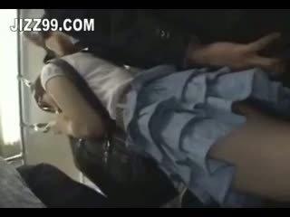 Comel gadis sekolah fucked oleh geek pada keretapi 04