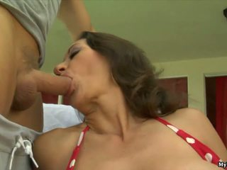 Persia Monir is a brunette MILF whos outdoors la