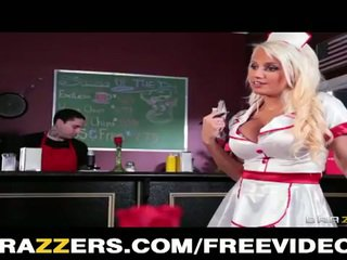Camarera jacky joy es en la lunch menu