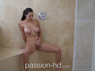 Passion-hd mädchen masturbieren im dusche gets gefickt