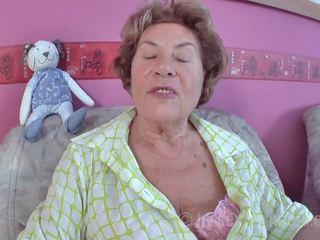 Enkel ihren oma fickt Oma fickt