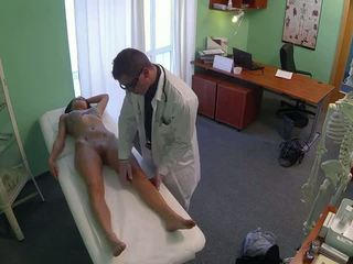 Приголомшлива pole dancer трахкав по лікар в fake