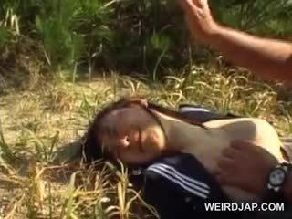 Innocent warga asia sekolah gadis terpaksa ke dalam tegar seks di luar