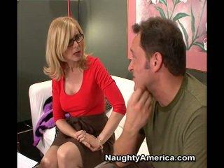 Erotisks mammīte nina hartley markas sons buddy būt laid viņai brūns acs par a filma loma